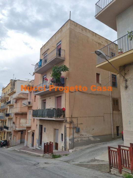 Appartamento più terrazzo in Via Gramisci.